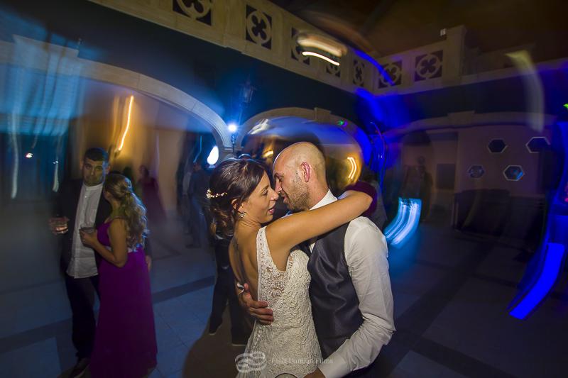 novios bailando boda en la vega del henares